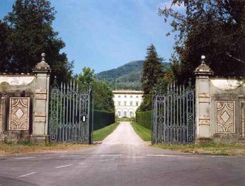 Villa grabau for Immagini di entrate di ville